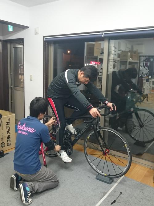 【動画】ロードバイクの正しい乗り方 、降り方、乗車姿勢、ペダリング方法