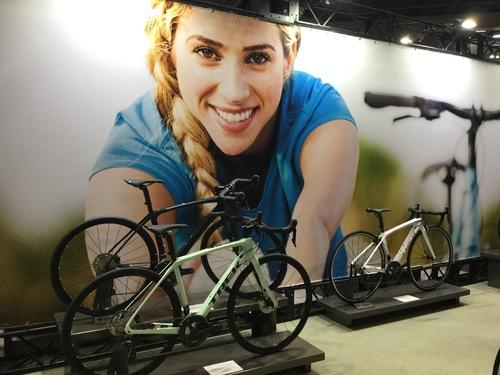 何色が好きですか?女性用ロードバイクEmonda SL5 WOMEN'Sは男性も乗れます