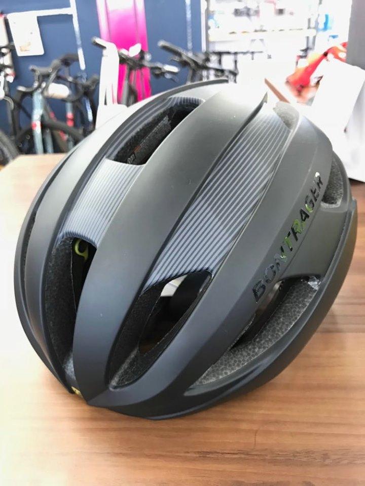 高品質なヘルメットでライドを楽しみましょう。