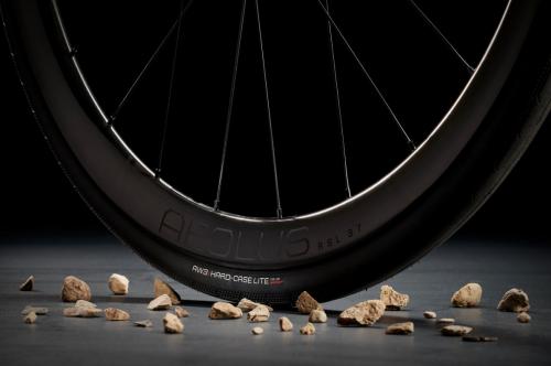 【Bontrager 新型タイヤ登場】長持ち & 最先端の耐パンク性能!